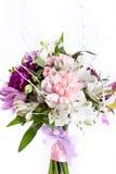 Mazzo pastello dai gillyflowers rosa e porpora Fotografia Stock