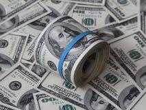 Mazzo piegato di banconote in dollari dell'americano cento Fotografie Stock Libere da Diritti