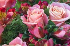 Mazzo romantico della rosa di rosa di impegno Fotografia Stock Libera da Diritti