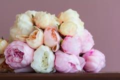Mazzo rosa della peonia Fotografie Stock Libere da Diritti