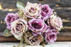 Mazzo rosa delle rose sopra il fondo della sfuocatura Fotografie Stock Libere da Diritti