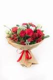 Mazzo rosso delle rose, cotone, alstroemeria, trachelium Fotografia Stock