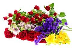 Mazzo variopinto dei fiori isolato su bianco Fotografia Stock Libera da Diritti