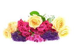 Mazzo variopinto dei fiori isolato su bianco Fotografia Stock