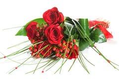 Mazzo variopinto del fiore dalle rose rosse su fondo bianco Immagine Stock Libera da Diritti