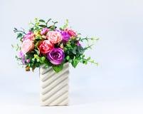 Mazzo variopinto delle rose in vaso Fotografia Stock