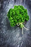 Mazzo verde fresco di prezzemolo Immagine Stock