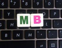 MB d'abréviation sur le fond de clavier image libre de droits