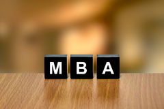 MBA ή κύριος της επιχειρησιακής διοίκησης στο μαύρο φραγμό Στοκ φωτογραφία με δικαίωμα ελεύθερης χρήσης