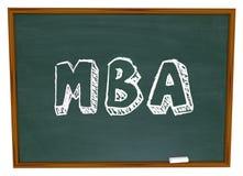 MBA domina el tablero de tiza del título universitario de la administración de empresas Fotos de archivo libres de regalías