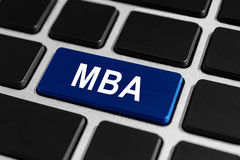 MBA oder der Meister des Betriebswirtschaftsknopfes auf Tastatur Stockbilder