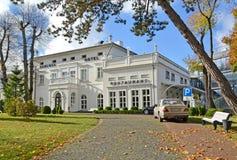 ÂMBAR, RÚSSIA Tipo do outono de restaurante do hotel e do hotel de Schloss Região de Kaliningrad imagem de stock royalty free