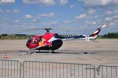 MBB Bo-105 di Red Bull fotografie stock libere da diritti