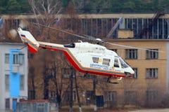 MBB Kawasaki BK 117 av departementet av nöd- lägen av den Ryssland RF-32763 helikoptern på Zhukovsky Royaltyfria Foton