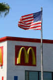 Mc唐纳德的和星条旗 免版税库存照片