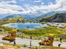 Mc Cain Caravan in alpi - Tour de France 2015 Immagine Stock