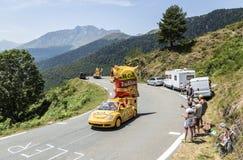 Mc Cain Caravan in de Bergen van de Pyreneeën - Ronde van Frankrijk 2015 Royalty-vrije Stock Fotografie