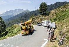 Mc Cain Caravan in de Bergen van de Pyreneeën - Ronde van Frankrijk 2015 Royalty-vrije Stock Afbeelding