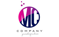 MC M C Circle Letter Logo Design avec Dots Bubbles pourpre Photographie stock