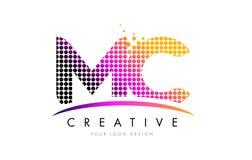 MC M C Letter Logo Design met Magenta Punten en Swoosh vector illustratie