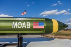 """McALESTER OKLAHOMA, FÖRENTA STATERNA - OKTOBER 13, 2017 - bombs""""en MOAB som för """"mother allra kallas också Massiv Artilleri l Arkivfoton"""
