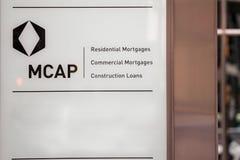 MCAP-logo på deras huvudkontor i Toronto, Ontario MCAP är en kanadensare intecknar finansieringföretaget som specialiseras i lån royaltyfri fotografi