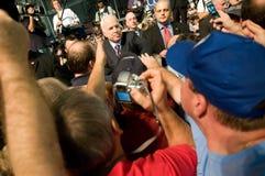 McCain con los partidarios 2 Foto de archivo