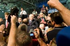 McCain mit Verfechtern Stockbilder