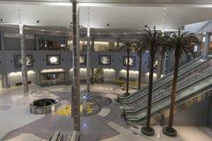 McCarran D portar är i avsaknad av folk sent på natten i Las Vegas Arkivbilder