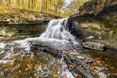McCormicks liten vik Autumn Flow Arkivbilder