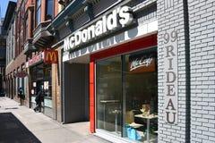 McDonald's preocupado en el St de Rideau en Ottawa, Canadá imagen de archivo