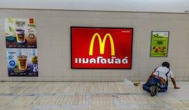 McDonald fastfoodrestaurang arkivfoton