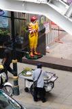 Ταϊλανδικά τρόφιμα εναντίον της McDonald's. Στοκ εικόνες με δικαίωμα ελεύθερης χρήσης