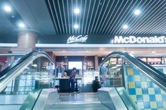 McDonald's på flygplatsen Royaltyfri Fotografi