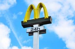 McDonald's-teken 24h Stock Afbeelding