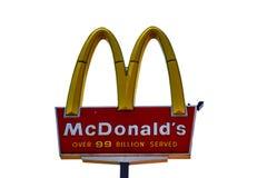 McDonalds över 99 miljardar som tjänas som restaurangtecknet på isolerade Whi Fotografering för Bildbyråer