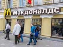 McDonalds en St Petersburg, Rusia Fotografía de archivo
