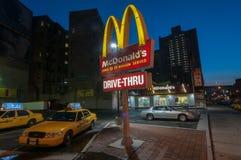 McDonalds restaurang - NYC Arkivbilder