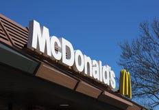 McDonalds, rotonda della strada di Tritton, Lincoln, Lincolnshire, Regno Unito - fotografia stock libera da diritti