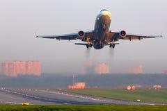 McDonnell Douglas M.D.-11F D-ALCN Lufthansa Cargo stijgt bij Sheremetyevo internationale luchthaven op royalty-vrije stock afbeeldingen