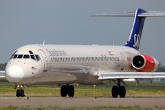 McDonnell Douglas M.D.-82 SE-DIK van SAS Skandinavische Luchtvaartlijnen die bij Sheremetyevo internationale luchthaven taxi?en stock afbeelding