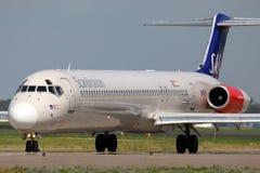 McDonnell Douglas MD-82 SE-DIK von skandinavischen Fluglinien Dämpfungsreglers, die an internationalem Flughafen Sheremetyevo mit Stockbild