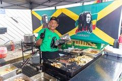 2019 McDonough, Georgia Geranium Festival - laga mat jamaikansk mat royaltyfri fotografi