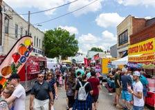 2019 McDonough, Gruzja bodziszka festiwal - Wyszukiwać jedzenie stojaki zdjęcia stock