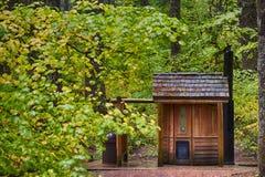 McKenzie通行证公开外屋和秋天颜色 免版税库存照片