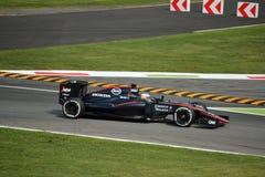 McLaren MP4-30 F1 som är drivande vid Fernando Alonso på Monza Royaltyfria Foton