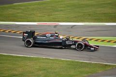 McLaren MP4-30 F1 som är drivande vid Jenson Button på Monza Arkivfoton