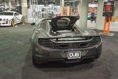 McLaren P1 que adapta en la exhibición Imágenes de archivo libres de regalías
