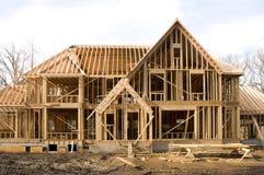 McMansion Haus in gestaltenphase Lizenzfreie Stockfotos