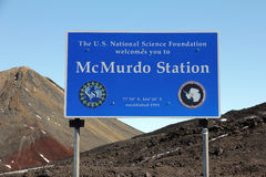 McMurdo station, Ross Island, Antarktis Arkivbild